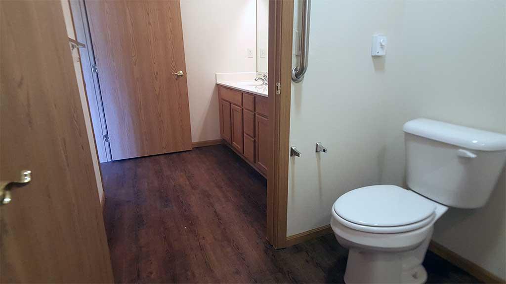 Waupaca Townhomes full bathroom