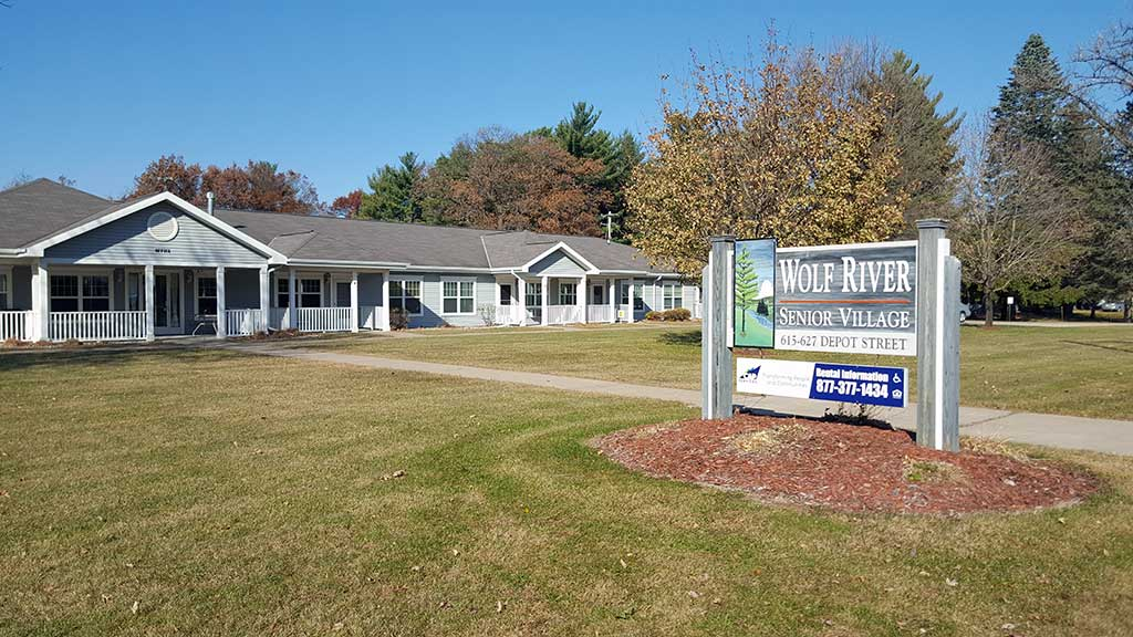 Wolf River SV exterior with sign