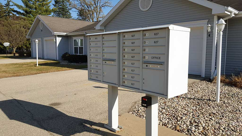 Wolf River SV wide exterior with mailboxes