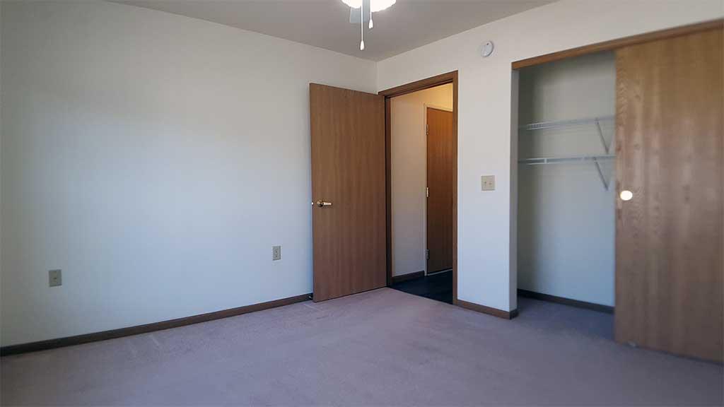 Wolf River SV bedroom 1 closet front building