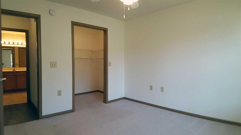 Wolf River SV bedroom 2 walk-in closet front building
