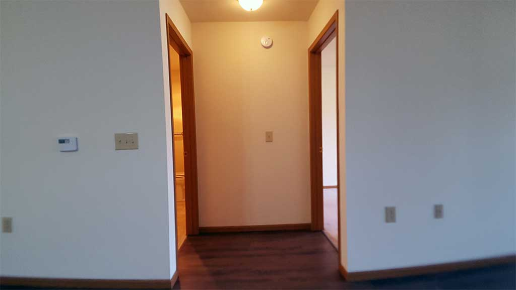 Wolf River SV hallway to bathroom and bedroom front building