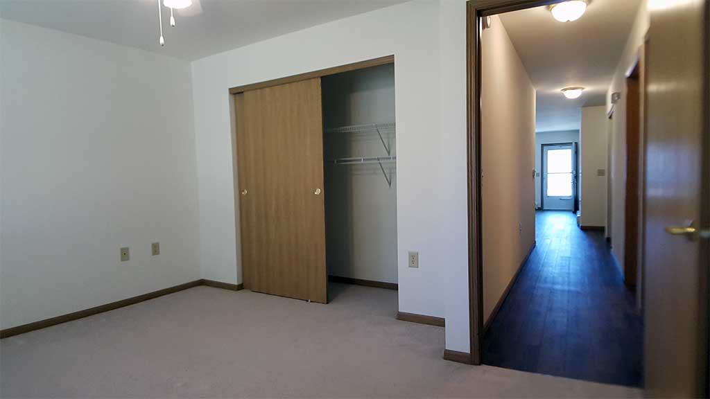 Wolf River SV bedroom 1 view into hall back building