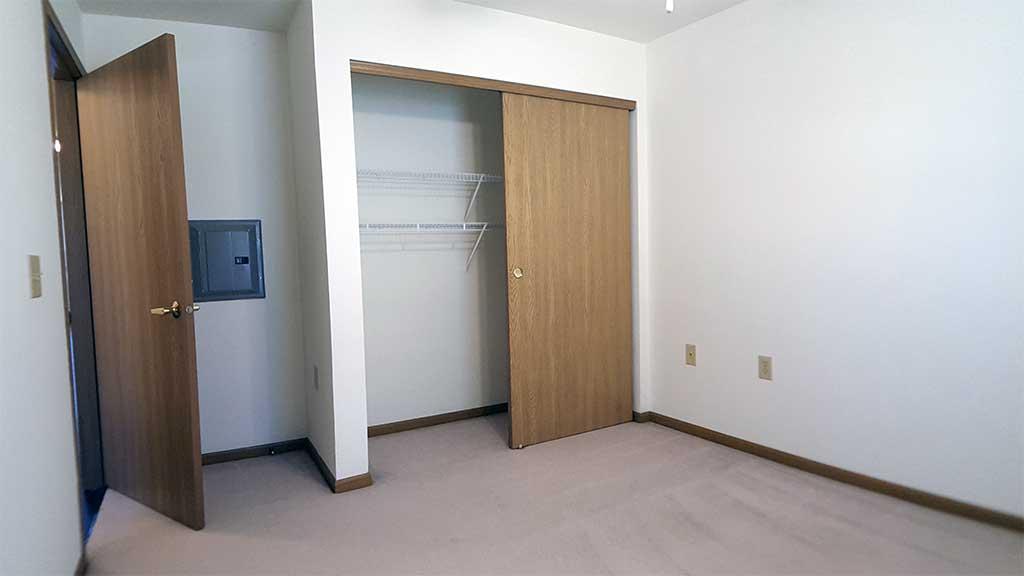Wolf River SV bedroom 2 closet back building