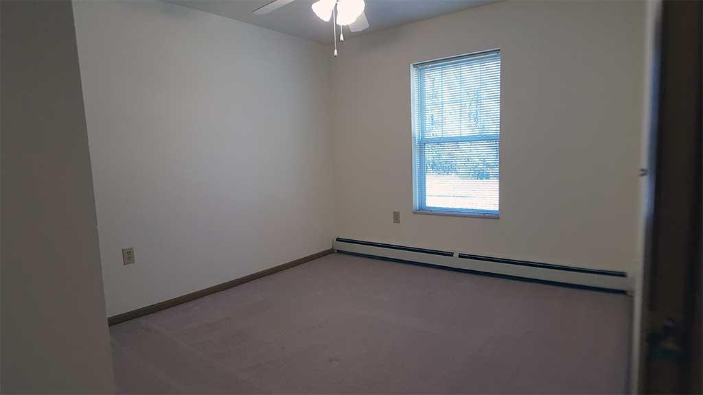 Wolf River SV bedroom 2 room back building