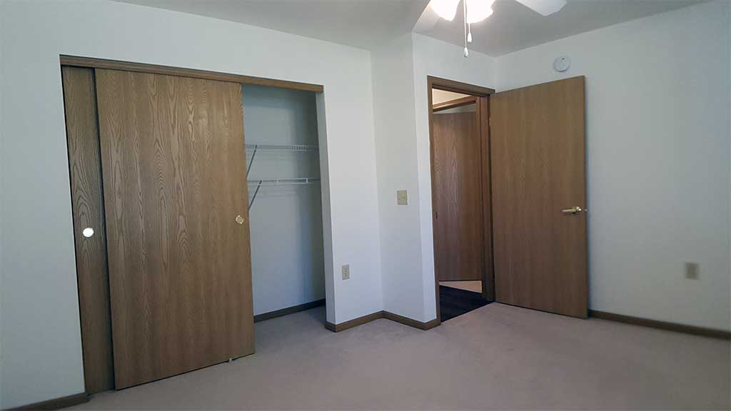 Wolf River SV bedroom 1 closet back building