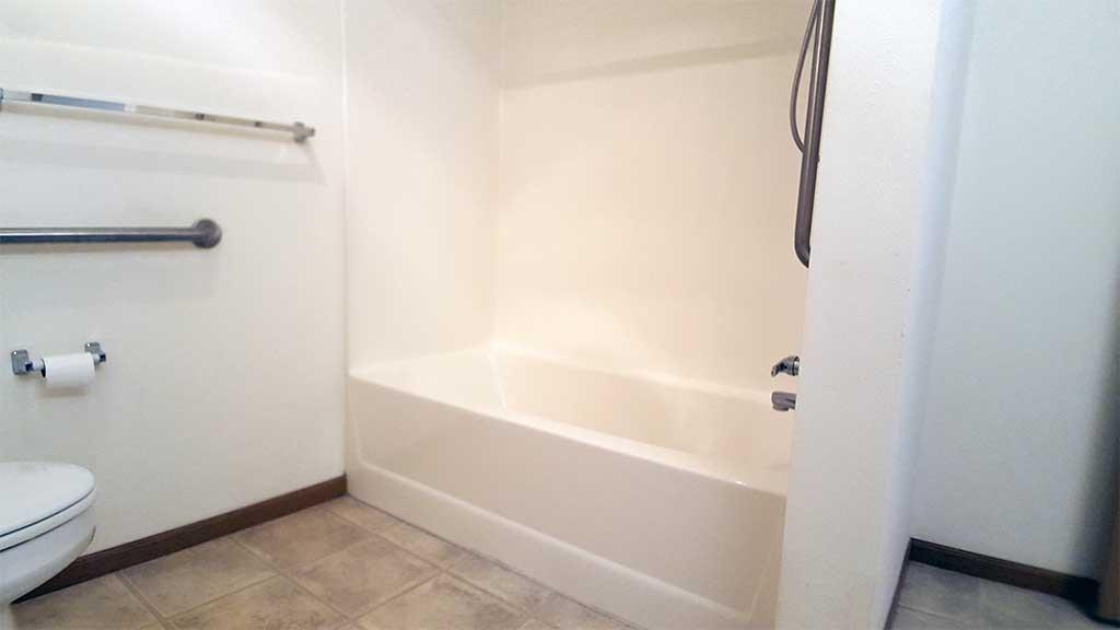 Wolf River SV full bathroom bathtub back building