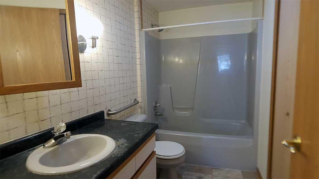 Westfield full bathroom 2 bedroom side